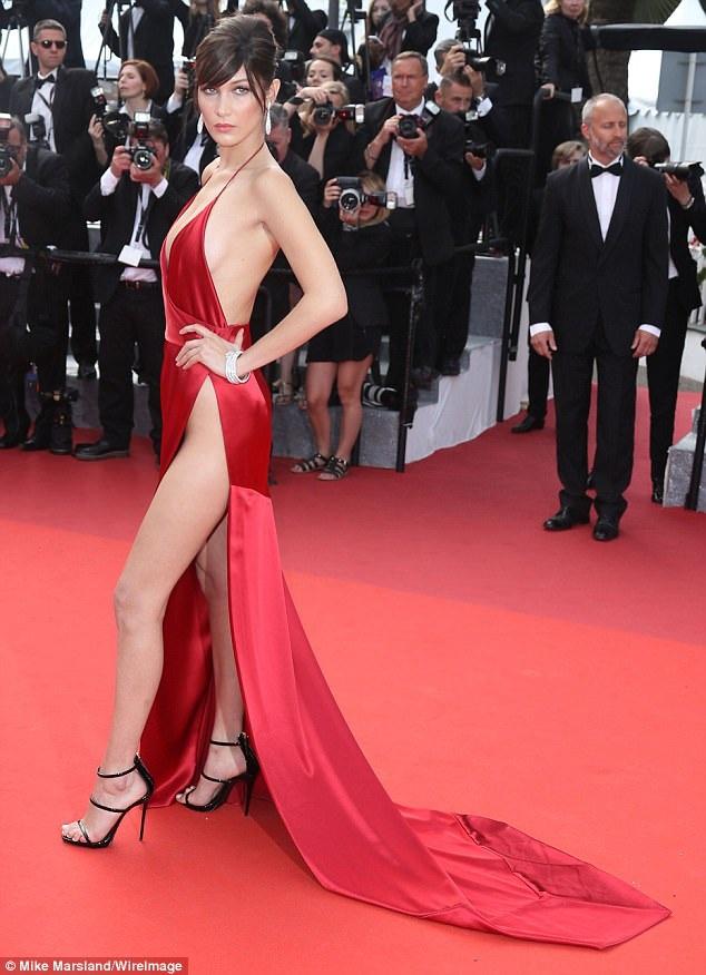 Ngay cả khi LHP Cannes năm ngoái khép lại, người ta vẫn không thôi nói về siêu mẫu Bella Hadid và bộ váy Alexandre Vauthier