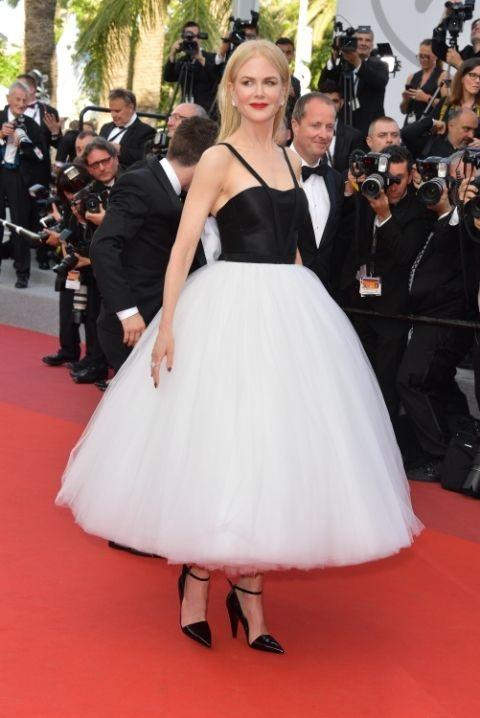 Nicole Kidmantrẻ ra hàng chục tuổi khi diện bộ váy như búp bê của hãng Calvin Klein dự công chiếu phim mới The Killing of a Sacred Deer