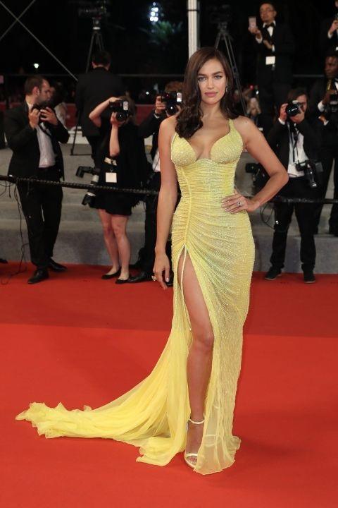 Siêu mẫu Irina Shayk tái xuất sau 2 tháng sinh nở và tỏa sáng nhờ bộ váy kiều diễm của Atelier Versace trong buổi công chiếu phim Hikari