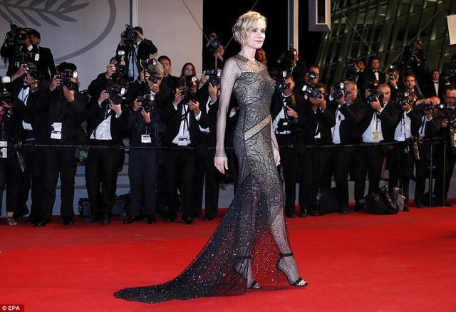Mỹ nhân phim Troy Diane Kruger lộng lẫy dự LHP Cannes những ngày cuối khi diện váy ren mềm mại tôn dáng thon gọn
