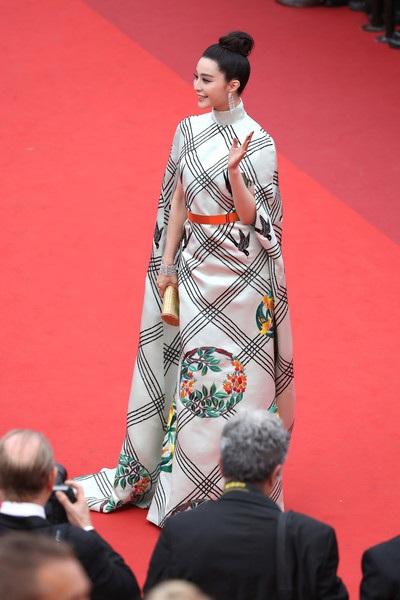 Phạm Băng Băng theo đuổi phong cách thanh lịch và tinh tế suốt cả 2 tuần dự LHP Cannes vì cô đảm nhiệm vai trò khá quan trọng - 1 trong các vị giám khảo.