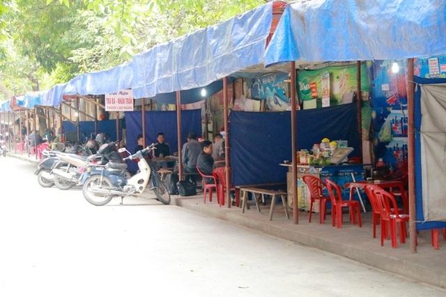 Chưa biết đến bao giờ hàng loạt vỉa hè trên địa bàn thành phố Ninh Bình mới hết bị chiếm đóng như hiện nay.