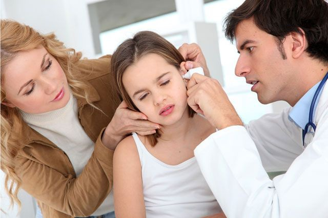 Con viêm tai nặng vì sai lầm của cha mẹ - 1