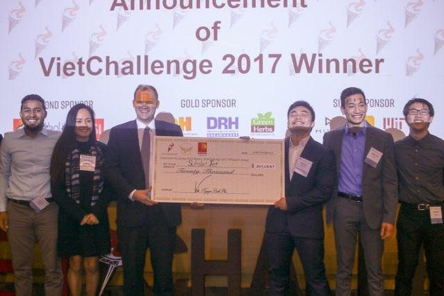 Vượt qua 5 đối thủ xuất sắc, dự án ScholarJet đã giành ngôi vị quán quân VietChallenge 2017, được cấp vốn hơn 450 triệu đồng để khởi nghiệp.