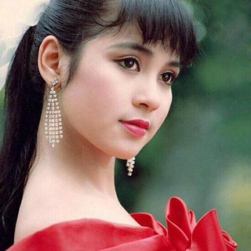 Việt Trinh đăng lại bức ảnh thời trẻ xinh đẹp, tươi tắn cùng dòng trạng thái: Cho em một vé đi tuổi thơ.