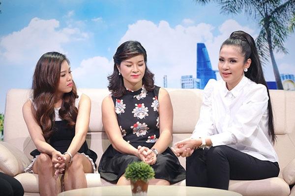 Việt Trinh (đầu tiên, bên phải) xuất hiện với vai trò khách mời trong Gương hai chiều phát sóng trưa ngày 17/9.