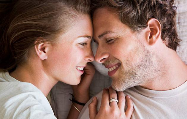 8 điều mà những cặp vợ chồng hạnh phúc nhất thường làm trước khi lên giường - 1