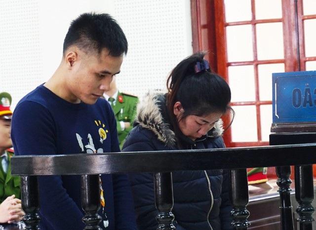 Vi Văn Toán và Moong Thị Búa tại phiên tòa ngày 29/12/2017
