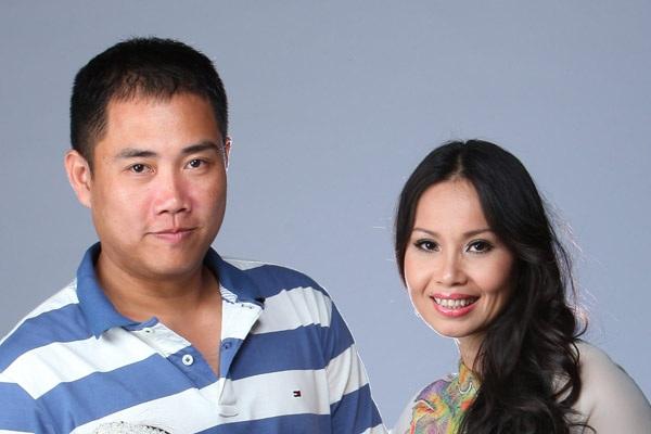 Nhạc sĩ Minh Vy (trái) - chồng ca sĩ Cẩm Ly và cũng là tác giả ca khúc xúc động về cha mà 2 học trò của Cẩm Ly thể hiện.