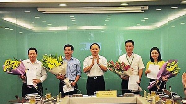 Tổng cục Môi trường công bố quyết định bổ nhiệm cán bộ tại Cục Kiểm soát hoạt động bảo vệ môi trường, trong đó bà Võ Thịnh Hiền đứng ngoài cùng bên phải (Ảnh: Bộ TN-MT).
