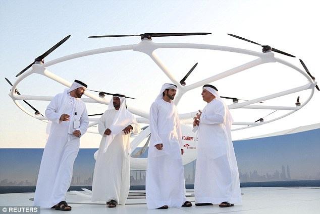 Lần bay thử có sự góp mặt của Hoàng tử Dubai Sheikh Hamdan bin Mohammed