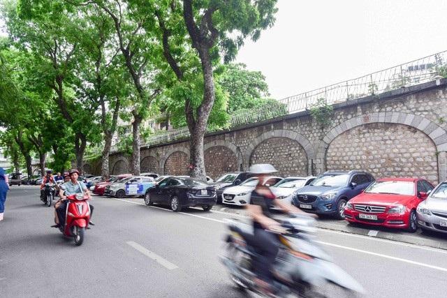 Trong năm 2018, TP Hà Nội sẽ thí điểm đục thông các vòm cầu đường sắt trăm tuổi (Ảnh: Toàn Vũ)