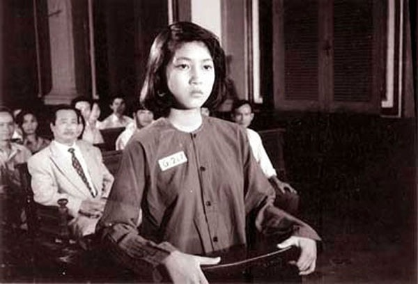 Hình ảnh nữ anh hùng Võ Thị Sáu được tái hiện trên phim ảnh. Ca sĩ Thanh Thúy vào vai chị Võ Thị Sáu trong bộ phim Người con gái đất đỏ, năm 1994.