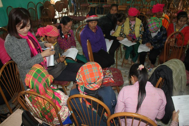 Không những vậy, các du học sinh còn tổ chức chia sẻ nâng cao nhận thức về sức khỏe sinh sản và an toàn thực phẩm cho đồng bào dân tộc Mông tại xã Thuận Hòa, huyện Vị Xuyên.