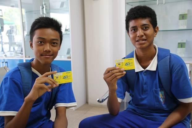 Những khách hàng 4G đầu tiên của Telemor (thương hiệu của Viettel tại Đông Timor). Ảnh: Nguyễn Đức.