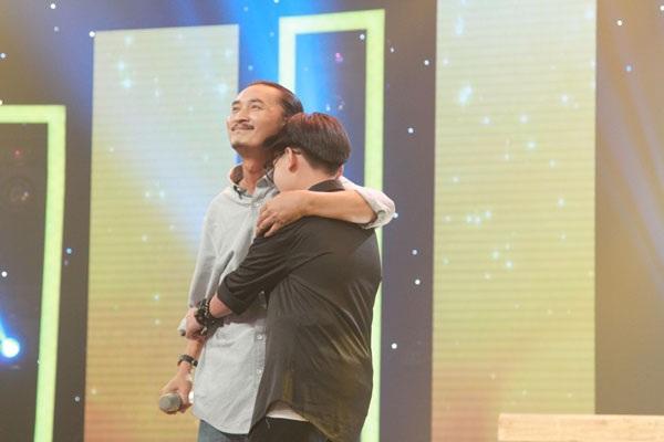 Đốt cháy sân khấu với bài hát về Tây Nguyên, cha con Vũ Luân – Thiên Phúc giành giải nhất với giải thưởng 30 triệu đồng.