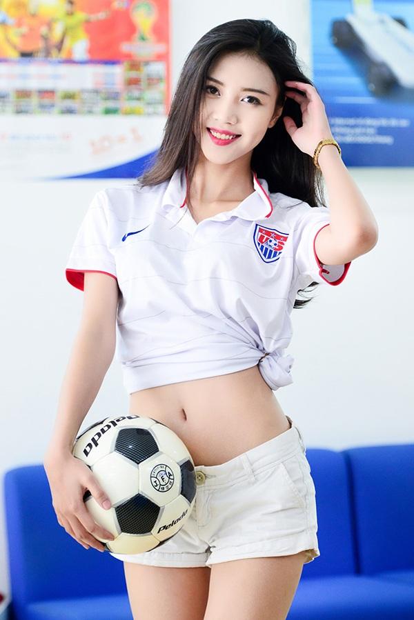 Hình ảnh đầu tiên của Vũ Ngọc Châm được công chúng biết tới là khi cô xuất hiện trong chương trình đồng hành cùng World Cup 2014