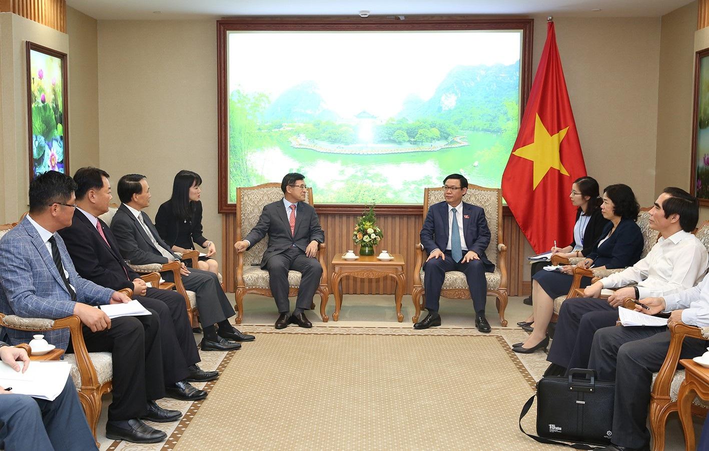 Phó Thủ tướng Vương Đình Huệ tiếp ông Shim Wonhwan - Tổng Giám đốc Tổ hợp Samsung Việt Nam.