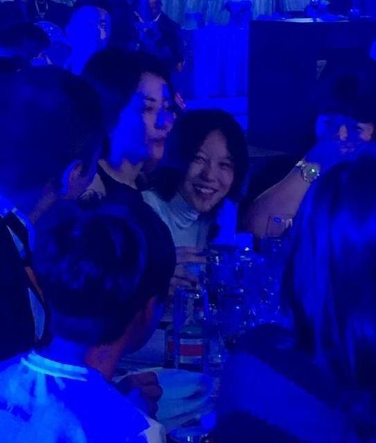 Hình ảnh vui vẻ của Vương Phi bên con gái Dou Jing Tong đã dẹp tan tin đồn về mối bất hoà giữa hai người.