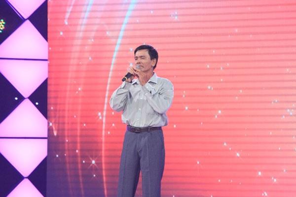 Chú Phạm Văn Xuân, 59 tuổi, lái xe ôm kiếm sống.