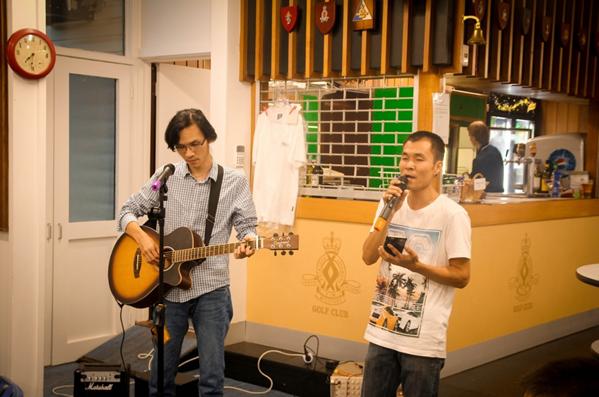 Nhật Quang và Văn Định cùng giai điệu tha thiết của nhạc phẩm Hà Nội ngày chia xa (Ảnh: Phi Vũ)