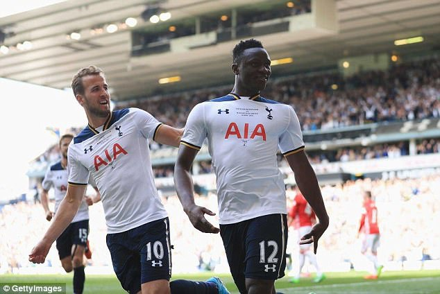 """Mức phí 11 triệu bảng Tottenham bỏ ra quá rẻ so với đóng góp của Wanyama. Khả năng tranh chấp, đánh chặn tốt giúp cầu thủ người Kenya tựa như """"bức tường thép"""" án ngữ trước hàng thủ của CLB. Điều đó giúp ích cho Spurs rất nhiều."""