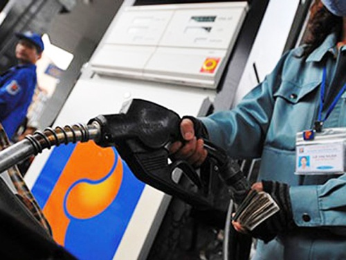Việc đề xuất tăng thuế bảo vệ môi trường với xăng dầu nhằm bù đắp hụt thu ngân sách không nhận được ủng hộ của giới chuyên gia