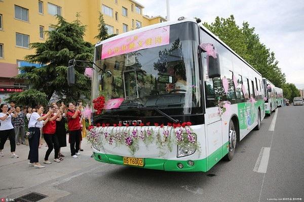 Đoàn xe cưới toàn xe buýt của Wu Zheng