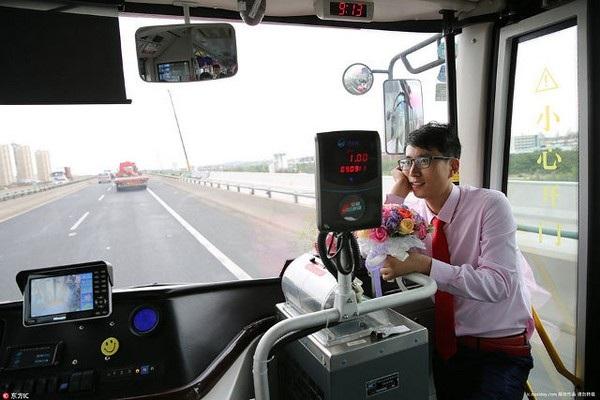 Wu Zheng và chồng đã gặp nhau trên một chuyến xe buýt do cô cầm lái