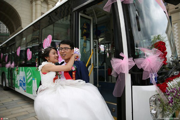 Wu Zheng hạnh phúc bên chồng trong ngày cưới