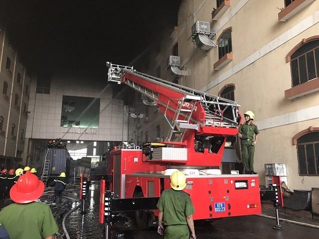 Lực lượng chức năng của An Giang đang có mặt ở Cần Thơ hỗ trợ chữa cháy