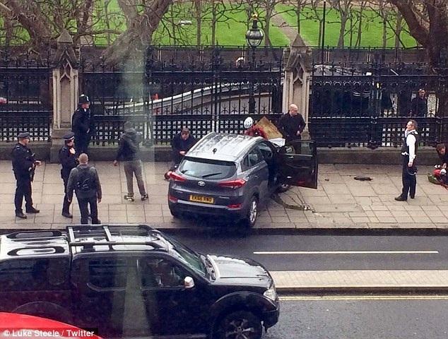 Chiếc xe gây án có thể được nghi phạm thuê tại Birmingham trước đó. (Ảnh: Twitter)