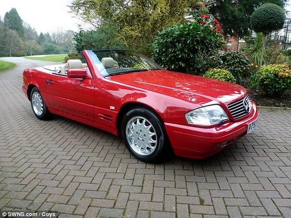 """Chiếc xe mui trần của Mercedes chỉ lăn bánh được chưa đến 130km trước khi bị """"đắp chiếu"""" vì chủ nhân làm mất chìa khóa"""