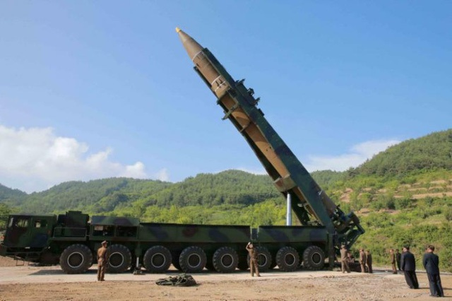 Triều Tiên sử dụng xe tải để vận chuyển và phóng tên lửa đạn đạo hồi tháng 7 (Ảnh: Reuters)