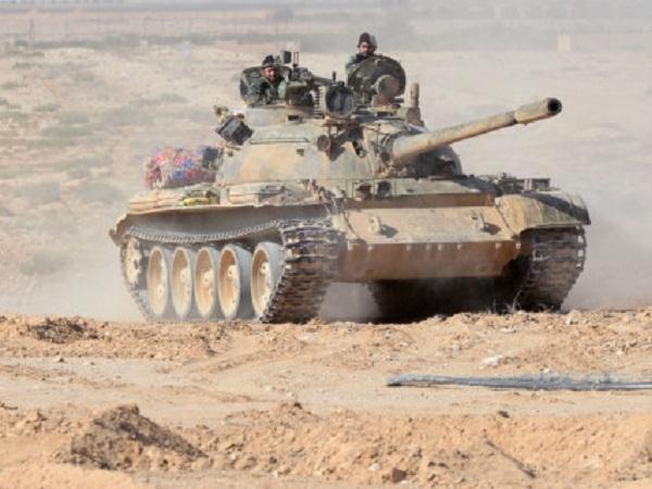 Xe tăng quân đội Syria tham chiến chống khủng bố trên chiến trường Palmyra
