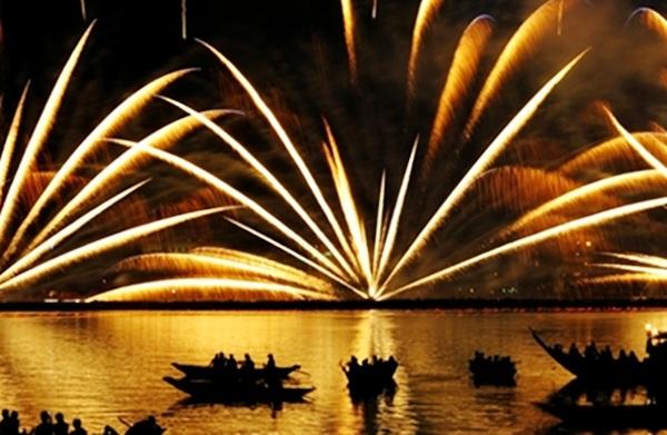 Ngoài các điểm bán vé, người dân và du khách có thể tìm được nhiều chỗ xem pháo hoa miễn phí khá lý tưởng ở Đà Nẵng