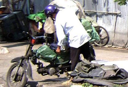 Nhiều người dân nghèo, lao động thu nhập thấp đang sử dụng xe máy cũ để mưu sinh (ảnh minh hoạ)