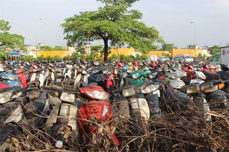 Hà Nội cho rằng những xe máy sử dụng trước năm 2000 là quá đát? (ảnh: Nguyễn Dương)