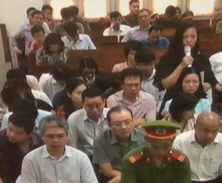 Bị cáo Khôi Trang và hàng loạt các bị cáo khách đều kêu oan về cáo trạng cáo buộc các bị cáo về hành vi cố ý làm trái...
