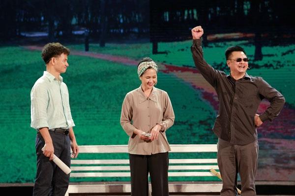 Ngoài tiết mục xiếc, chương trình với nhiều tiểu phẩm, tiết mục đặc sắc khác. Trong ảnh là NSƯT Xuân Bắc, NSND Lan Hương và NSND Tự Long diễn tiểu phẩm về đời nghệ sĩ.
