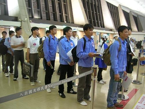 Lao động VN chờ xuất cảnh đi làm việc ở nước ngoài.
