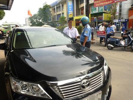 Thanh tra giao thông xử phạt trường hợp xe Uber vi phạm
