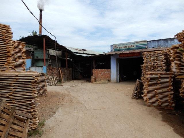 Về lâu dài, Phòng Tài nguyên – Môi trương quận Cẩm Lệ đề nghị Công ty TNHH xây dựng và chế biến gỗ Lê Đức Hiền có kế hoạch di dời xưởng sản xuất, chế biến gỗ ra khỏi khu dân cư.