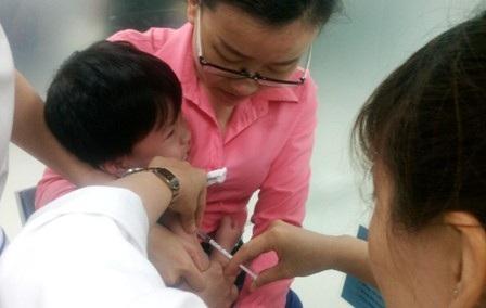Còn khoảng 20 loại vắc xin nằm ngoài chương trình tiêm chủng mở rộng người dân phải sử dụng qua dịch vụ