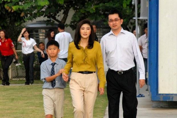 Năm 1995, bà Yingluck kết hôn với doanh nhân Anusorn Amornchat, lãnh đạo Tập đoàn M-Link Asia chuyên cung cấp điện thoại di động và các phụ kiện. Cả hai đã có một con trai. (Ảnh: CBC)