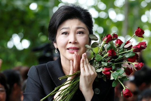 Cựu Thủ tướng chắp tay cảm ơn những người ủng hộ
