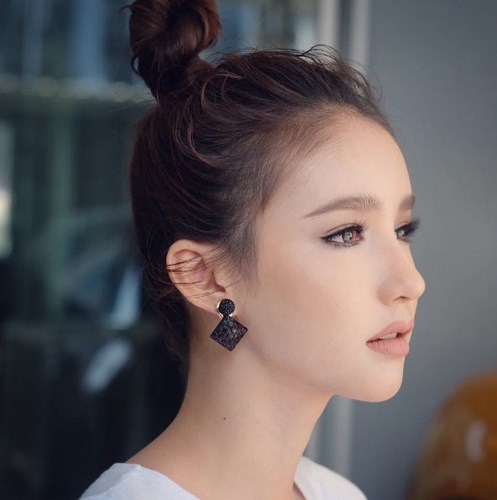 Yoshi Rinrada Thurapan được xem là một trong những mỹ nhân 9x đẹp nhất Thái Lan hiện tại.