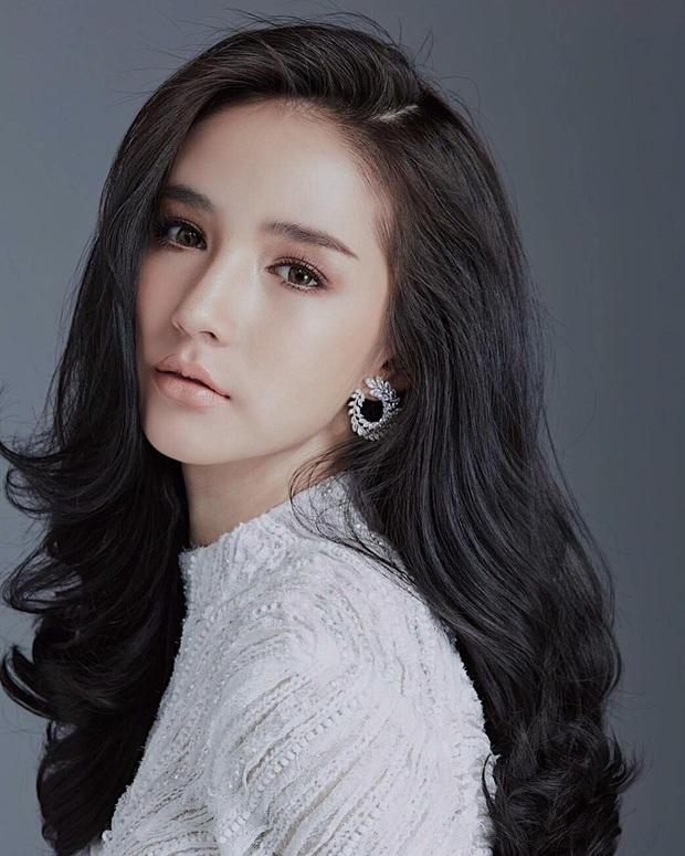 """Ngẩn ngơ ngắm gương mặt """"không góc chết"""" của tân hoa hậu chuyển giới Thái Lan - 19"""