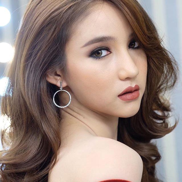 """Ngẩn ngơ ngắm gương mặt """"không góc chết"""" của tân hoa hậu chuyển giới Thái Lan - 15"""
