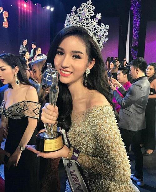 Yoshi Rinrada Thurapan giành ngôi vị hoa hậu trong đêm chung kết cuộc thi Hoa hậu chuyển giới Thái Lan năm 2017.